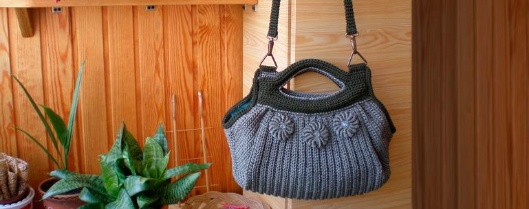 В моде ли сейчас вязаные сумки? С чем их лучше носить?